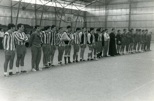 Presentación de equipos antes de un partido en el Pabellón Universitario de la Macarena