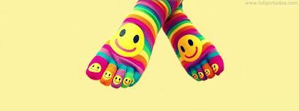 Portada para facebook de Calcetines de colores con caras felices
