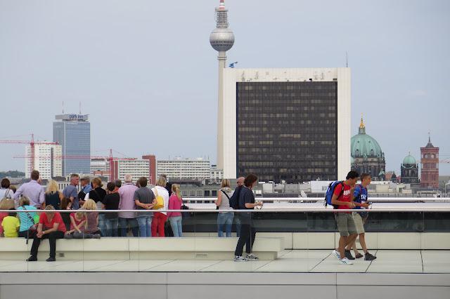 Auf dem Dach des Reichstages können Besucher sich frei bewegen