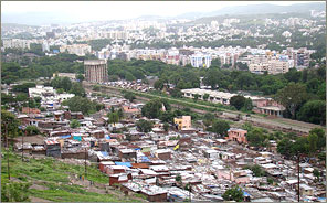 The population of the urban slum in Pune city is on the rise
