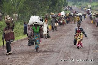 Des déplacés fuient les affrontements entre FARDC et les rebelles du M23 à Rutshuru et se dirigent vers Goma (Juillet 2012)