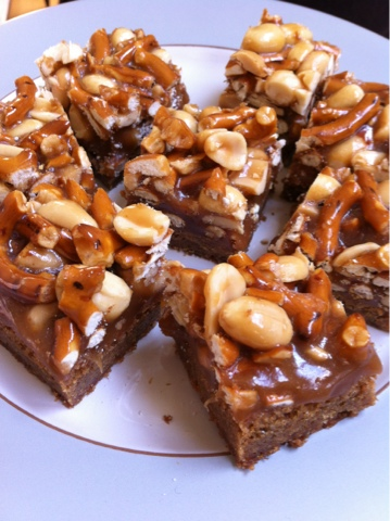 Butterscotch Blondie Bars with Peanut-Pretzel Caramel ...