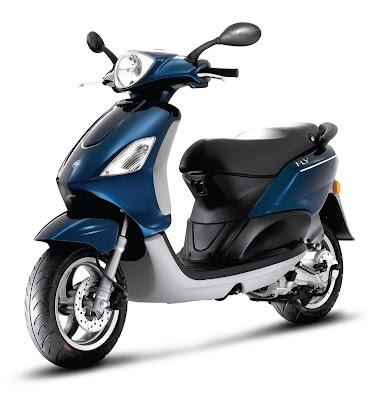2011-Piaggio-Scooters-Fly-150