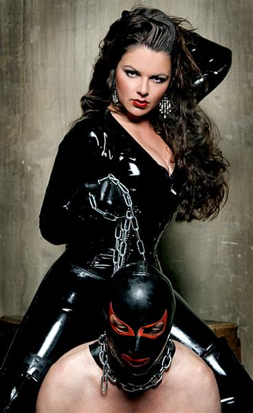 beautiful latex mistress and slave