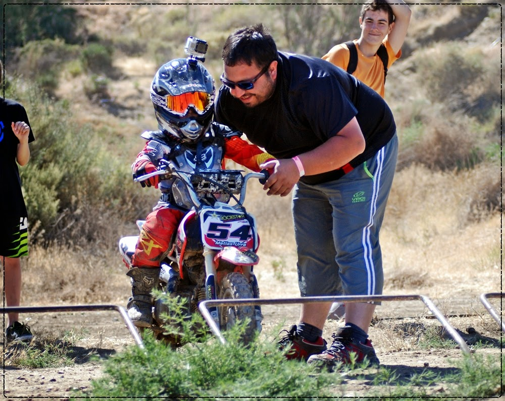 Felipe Urra junto a su hijo Matías, en el partidor de Rada Tilly.