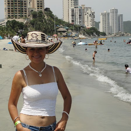 Adriana Urrea Photo 14
