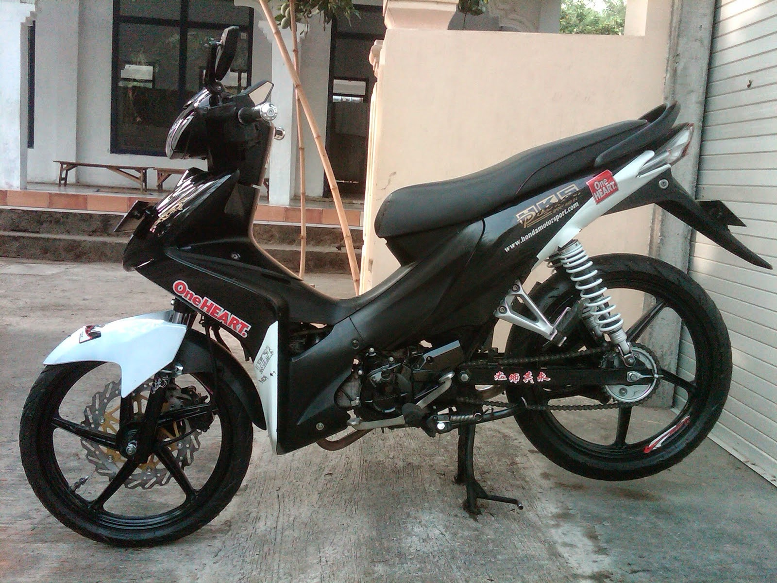 Fit Modifikasi Warna Motor