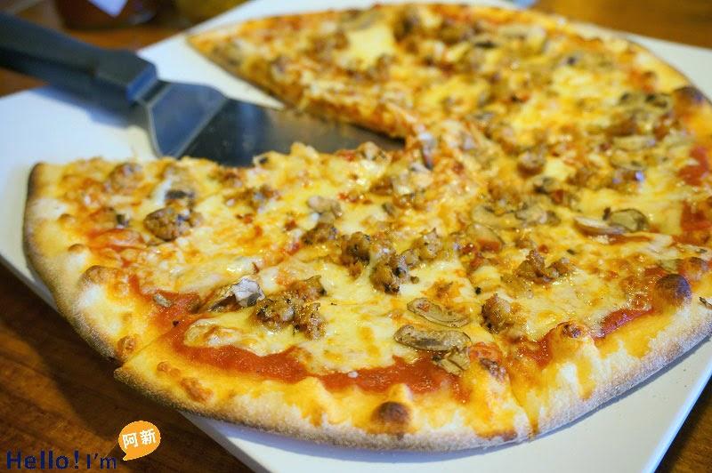 DSC05237 - PIZZA ROCK 搖滾披薩-精誠店|享受加拿大主廚帶來的披薩饗宴,薄脆餅皮,口味稍重。