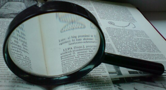 Magnifying Glass by Julo, Wikimedia Commons