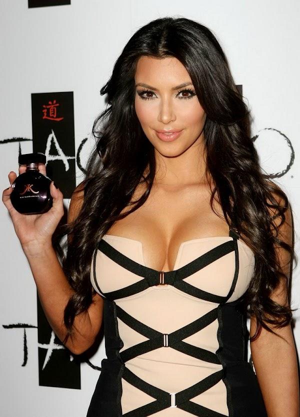 Kim Kardashian Big Cleavage(Best-3photos)3