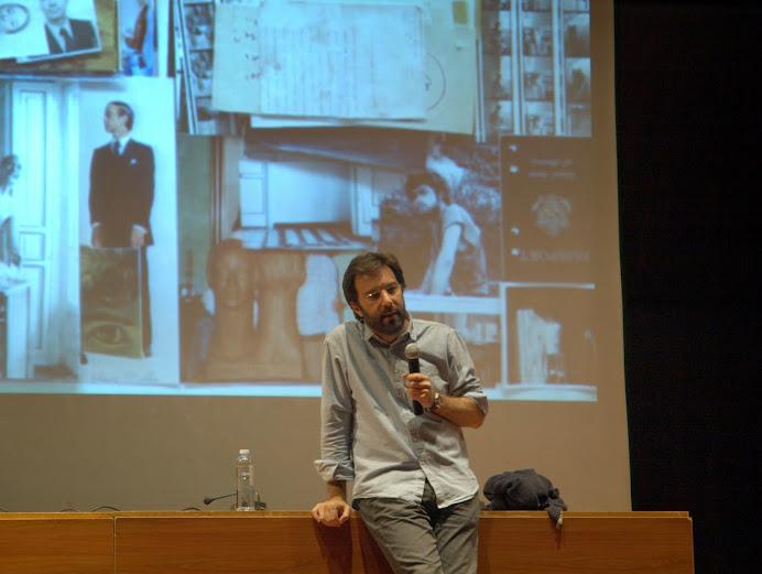 """Momento de la conferencia de Sergio Oksman en el curso """"El álbum familiar: otras narrativas en los márgenes"""", Foto: Eduardo Tejera Torroja 2013"""