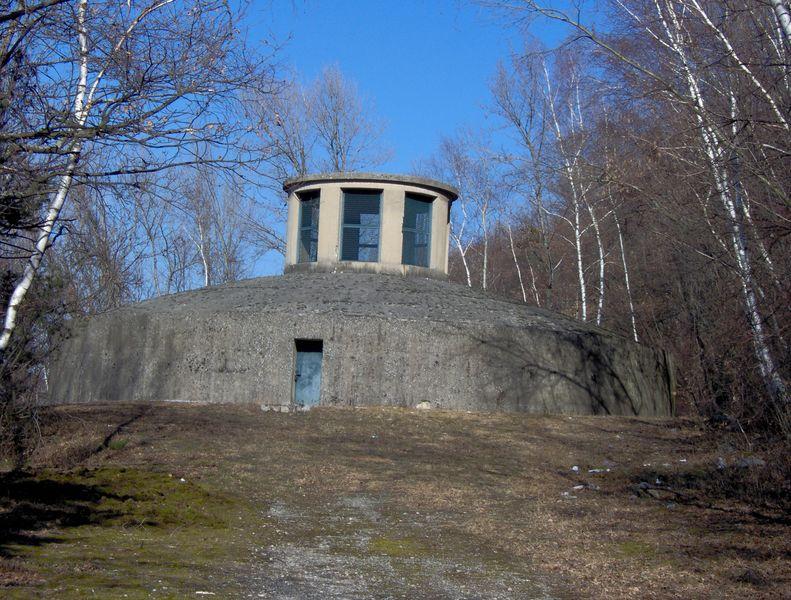 La cheminée d'équilibrage de la centrale de St Geoges de Commiers