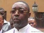 Maître Francis Kalombo s'exprimant devant la presse le 15/09/2014 au centre hospitalier  Nganda à Kinshasa, lors de la sortie de l'hôpital du pasteur Kutino Fernando. Radio Okapi/Ph. John Bompengo