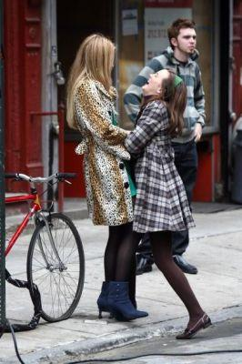 Blake Lively and Leighton Meester - Page 4 Fun-on-set