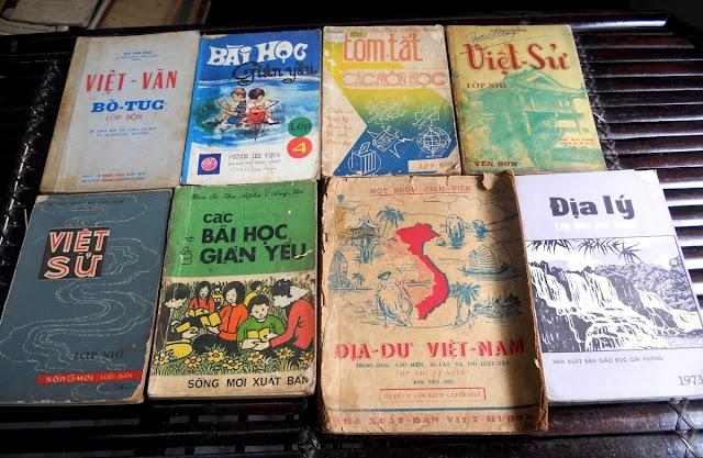 Sách giáo khoa tiểu học cũ - nơi lưu giữ từng trang ký ức DSCN2783