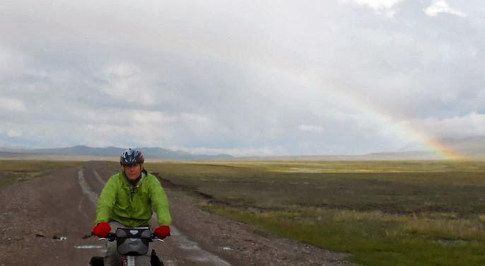Miri und der Regenbogen am Song Köl