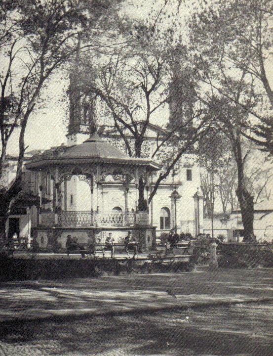 Jaime Ramos M  ndez  Plaza principal y parroquia de la Asunci  n en