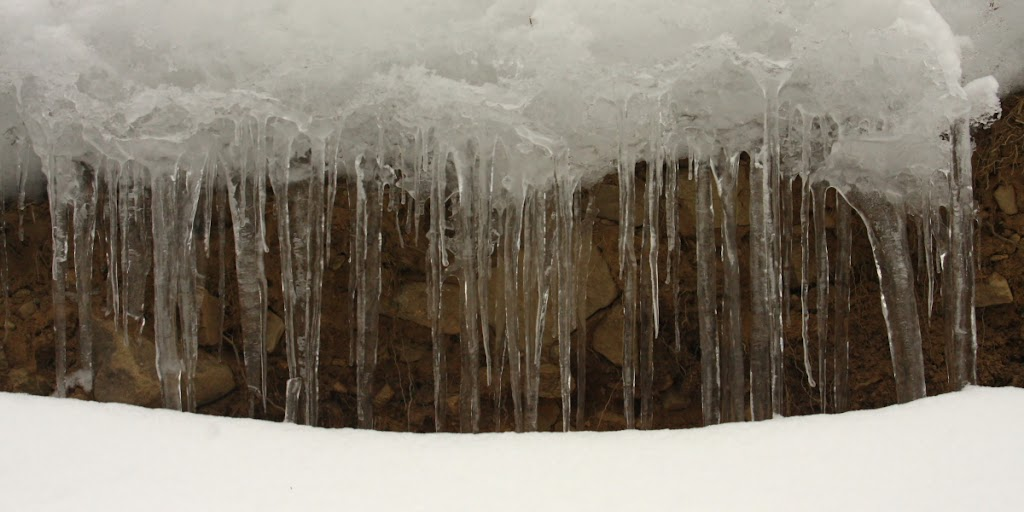 iarna zapada Covasna Muntii Vrancei fotografie gheata