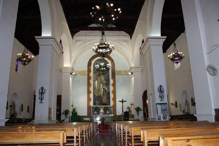 Vista interior de la Iglesia de la Encarnación Campillo de Arenas