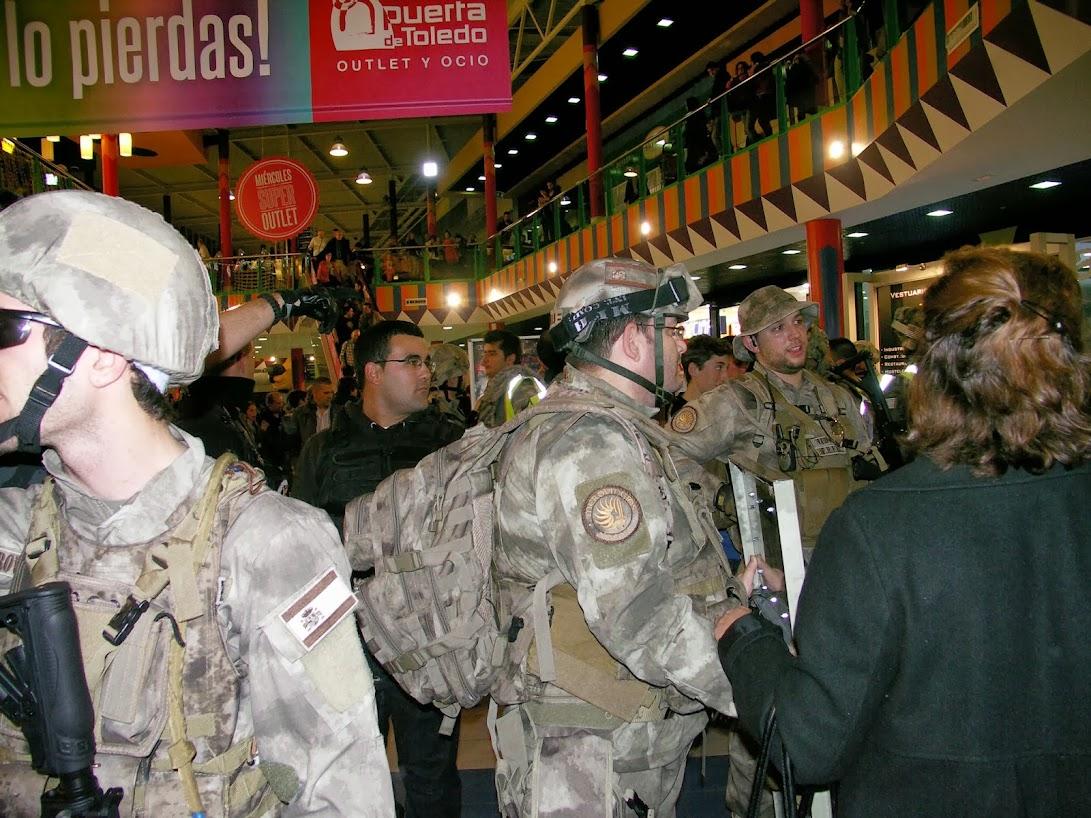"""EXHIBICION EN EL CENTRO COMERCIAL """"PUERTA DE TOLEDO"""". PICT0175"""