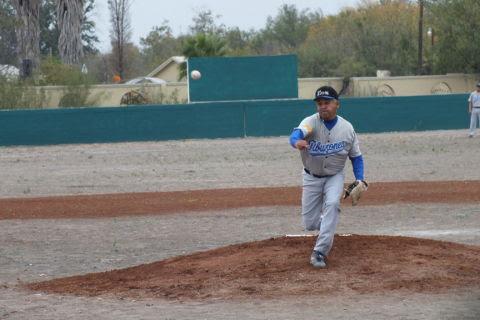 Daniel Villarreal de Tiburones de Sabinas Hidalgo en la Liga de Beisbol de Salinas Victoria