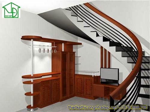 Cầu thang tròn tay vịn gỗ và bếp dưới cầu thang