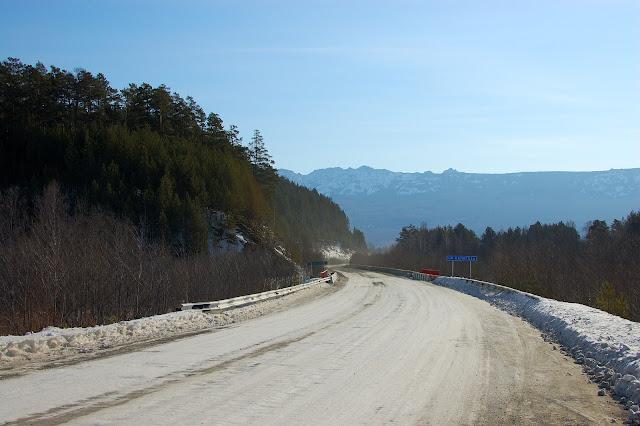 Дорога в сторону Тюлюка, вид на Хребет Малый Нургуш