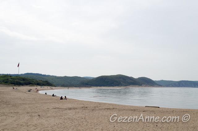 Ağva'nın upuzun kum sahili ve dalgasız Karadeniz