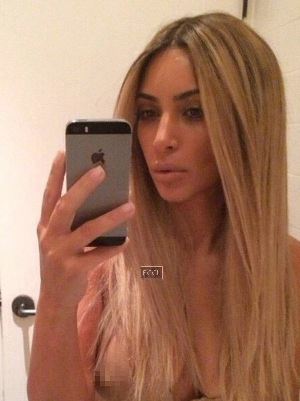 Kim Kardashian posted a picture of herself in a new blonde look on Instagram, but no one was interested in her hair. Kim was so busy and focused on taking selfies with her new blonde look that she did not realise she had a nip slip in one picture.