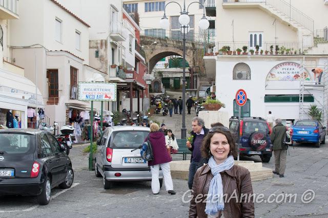 Marina Grande'deki dükkanlar, Capri adası