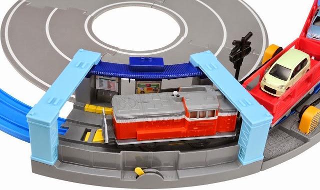 Nhà ga tàu hỏa khúc cua có trong bộ đồ chơi