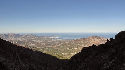 Dans la montée du vallon de Tribiatoghju avec la vue sur Calvi