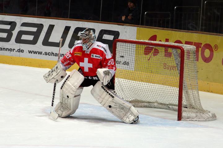 Reto Berra im Tor der schweizer Eishockey-Nationalmannschaft