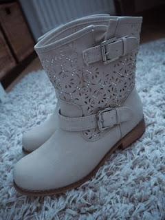 bootie, shotr boots, beige, germany, shoes, shoe shopping, berlin,bootie, short boot,  ccc, ccc shop, bag and shoe shop, kenkä ja laukku kauppa, saappaat, lyhyet saappaat, saapikkaat, jenny fairy, jenny fairy boots, jenny fairy booties,