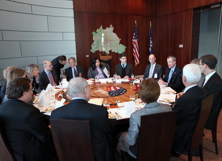 Botschafter Murphy mit Bildungsexperten