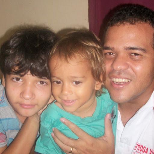 Ari Dias Photo 11