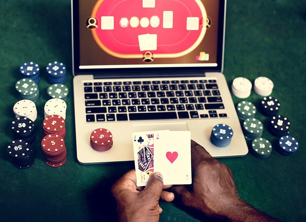 C:\Users\stefa\Downloads\hand-holding-card-playing-online-gambling-PUS9EVH.jpg