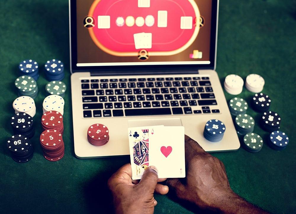 C:\Users\stefa\Downloads\hand-holding-card-playing-online-gambling-PUS9EVH.jpg