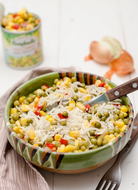 Salata cu orez si legume, vegana