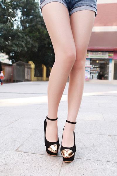 รองเท้าแฟชั่นส้นสูง