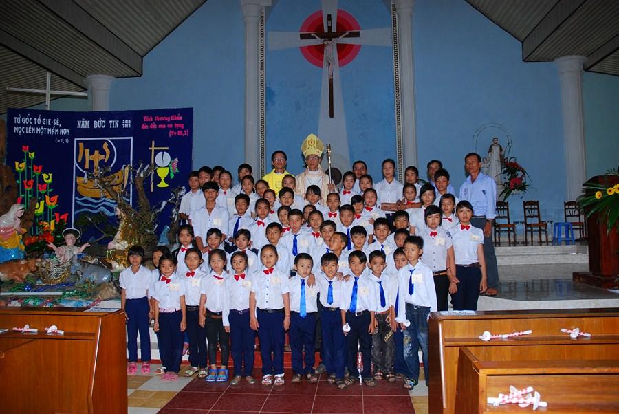 Thánh lễ ban phép thêm sức và tạ ơn tại nhà thờ Kiên Ngãi