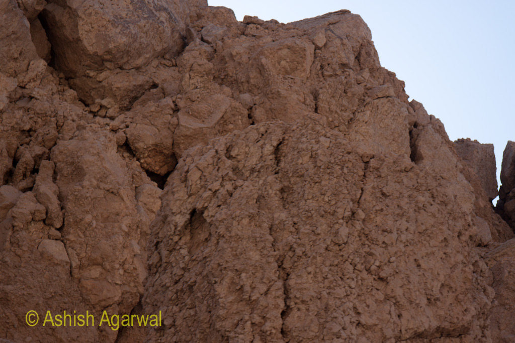 Closer view of the structure of the limestone cliffs, which allowed easy digging to form the burial chamber of pharaohs
