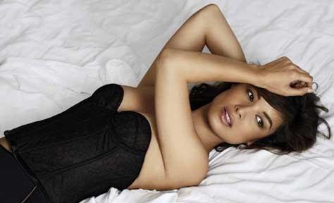 Bérénice Marlohe, en la cama