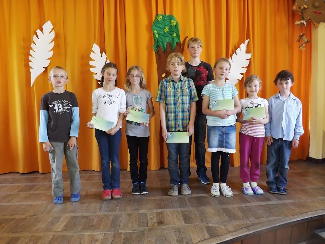 Die Preisträger des Rezitationswettberwebes. (Bild A.M. für © schuletantow.de) Zum Öffnen einer Bildergalerie auf das Bild klicken.