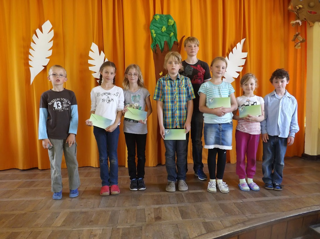 Die Preisträger des Rezitationswettberwebes. (© schuletantow.de)
