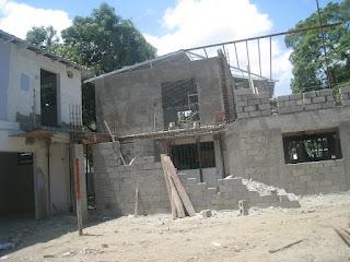 mars 2011 - construction Bat C (derrière salle de Classe)