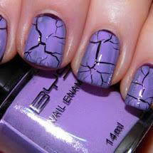 Esmalte lilás craquelado sobre esmalte roxo