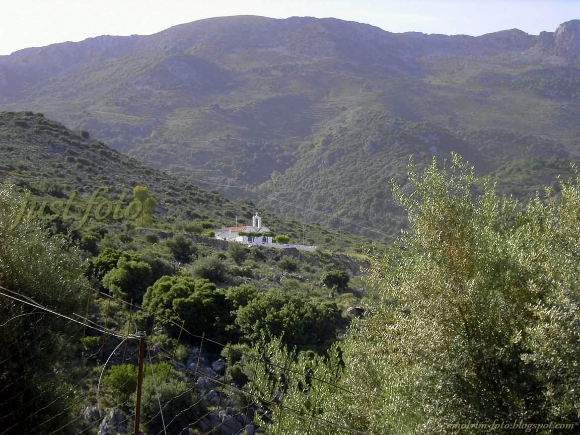 Крит церковь в горах фото