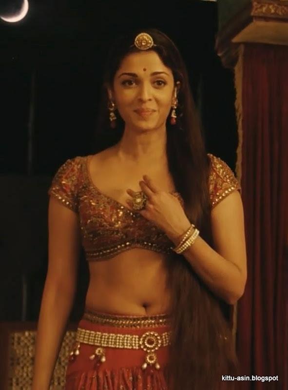 nude buttons ashwariya rai