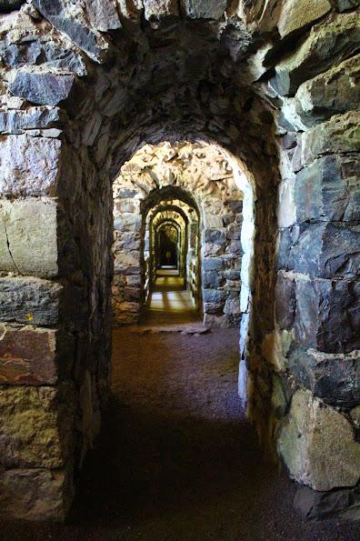 suomenlinna fort tunnels stone